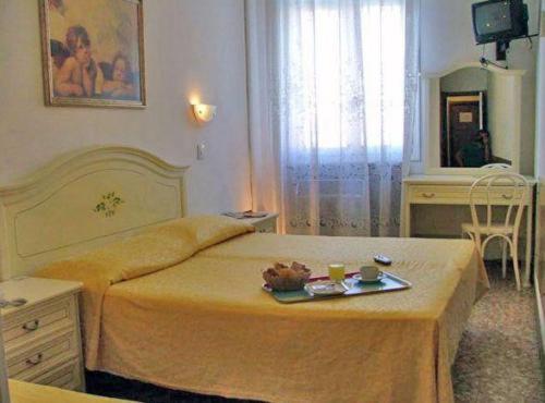 Un ou plusieurs lits dans un hébergement de l'établissement Hotel Airone