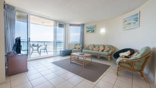 A seating area at Monterey Lodge Unit 16, 27 Warne Terrace. Kings Beach