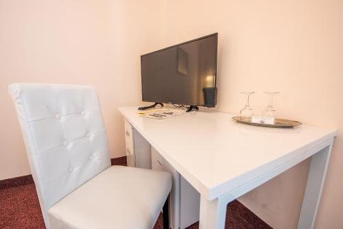 Un televizor și/sau centru de divertisment la Hotel Imperial Premium