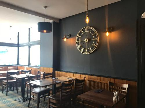 A restaurant or other place to eat at Aberdour Hotel, Stables Rooms & Beer Garden