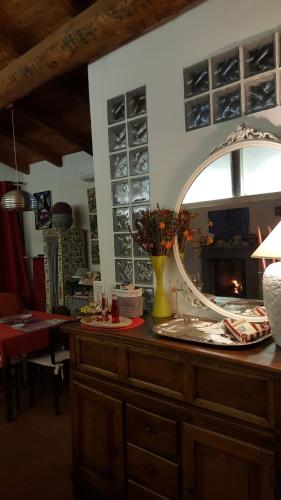 A restaurant or other place to eat at La Torretta - Cerreto Grue