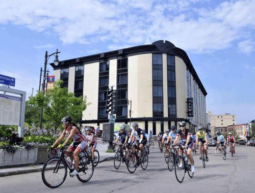 Biking at or in the surroundings of Hotel Chicoutimi
