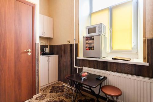 Кухня или мини-кухня в Мини-Отель Дом Романовых