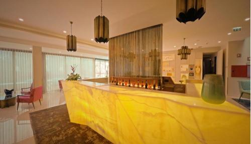The lobby or reception area at Castelo Hotel