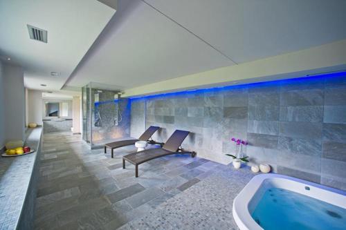 The swimming pool at or near Wine Hotel Retici Balzi