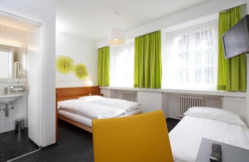 Кровать или кровати в номере Hotel Restaurant Stern Luzern