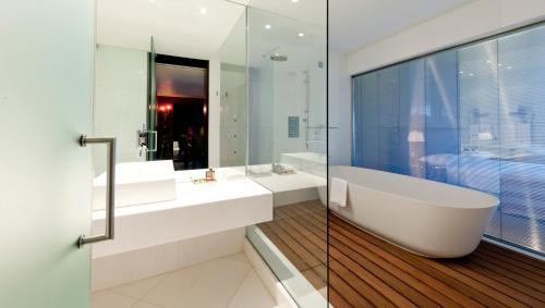 A bathroom at Hotel Casino Chaves