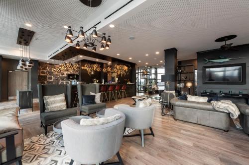 The lounge or bar area at HARBR. hotel Heilbronn