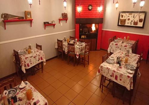 A restaurant or other place to eat at Kleine Eden Guesthouse