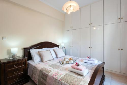 A bed or beds in a room at Doris House by Konnect