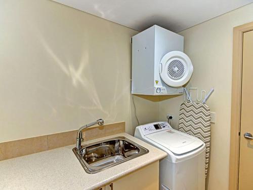 A kitchen or kitchenette at Aqua Viva 2