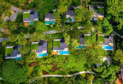A bird's-eye view of Sea View Koh Chang Pool Villas