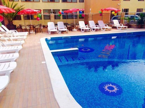 Басейн в или близо до Съни Парадайс Семеен хотел