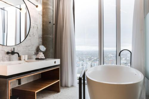A bathroom at Tower Suites Reykjavík