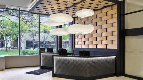 The lobby or reception area at Delta Hotels by Marriott Calgary Downtown