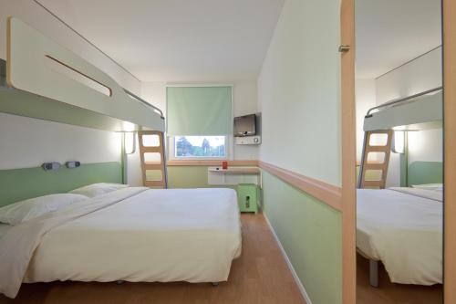 A bunk bed or bunk beds in a room at ibis budget Genève Petit-Lancy