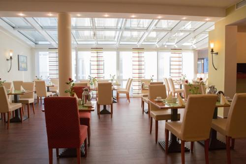 A restaurant or other place to eat at AMEDIA Hotel Frankfurt Rüsselsheim