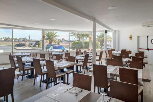 A restaurant or other place to eat at Sandos Atlantic Gardens