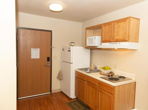 A kitchen or kitchenette at Siegel Select Alexandria