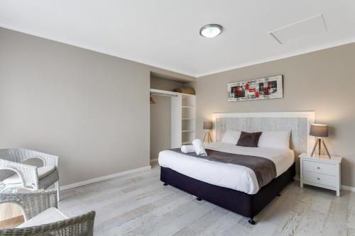 A bed or beds in a room at Ingenia Holidays Ulladulla