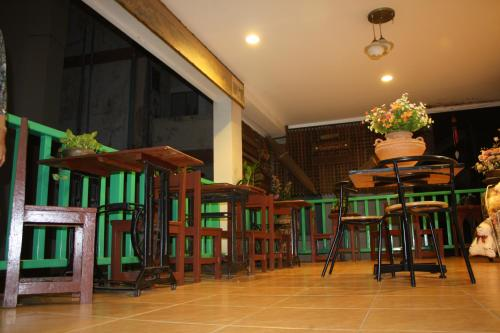 A restaurant or other place to eat at Tamarind Residences