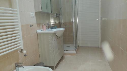 A bathroom at SeaSound