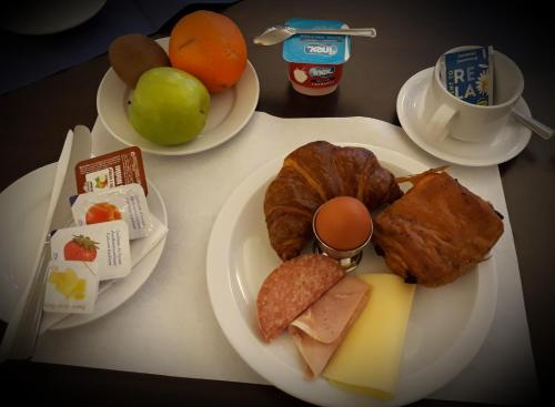 Breakfast options available to guests at Irish College Leuven