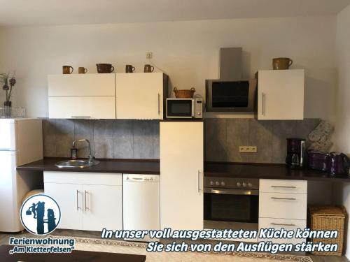 """Küche/Küchenzeile in der Unterkunft Ferienwohnung """"Am Kletterfelsen"""""""