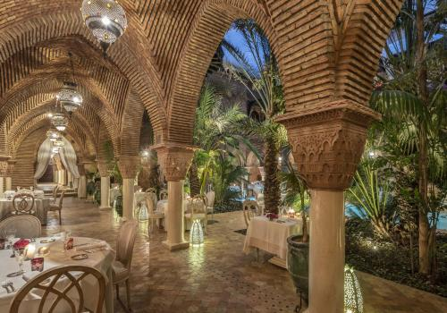 A restaurant or other place to eat at La Sultana Marrakech