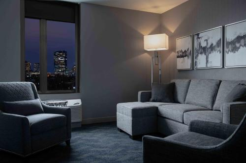 A seating area at Residence Inn Boston Downtown/South End