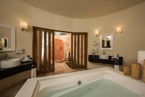 Ванная комната в Grand Riviera Princess - Все включено