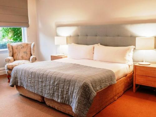 A bed or beds in a room at Cape Lodge