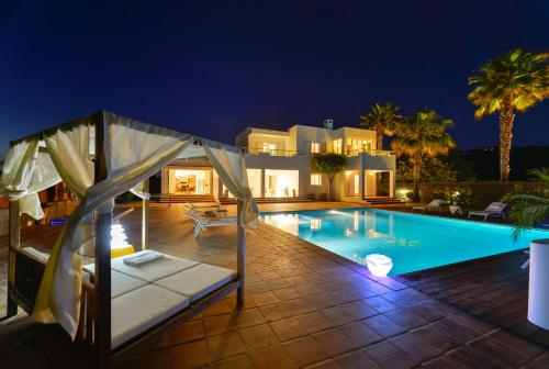 The swimming pool at or near Villa Can Fluxa