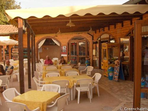 Een restaurant of ander eetgelegenheid bij Julietta 1