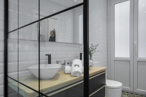 A bathroom at COME TO SEVILLA. Casa Placentines