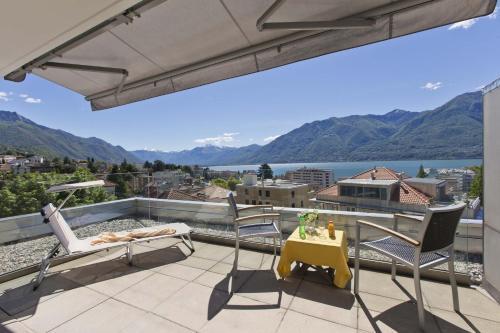 A balcony or terrace at Hotel Garni Muralto