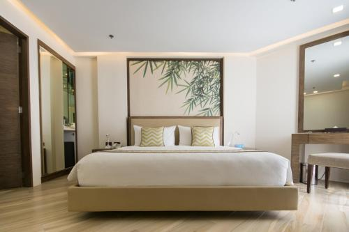A bed or beds in a room at Boracay Haven Suites