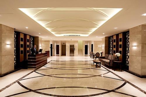 O saguão ou recepção de Aswar Hotel Suites