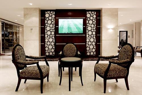 Uma área de estar em Aswar Hotel Suites