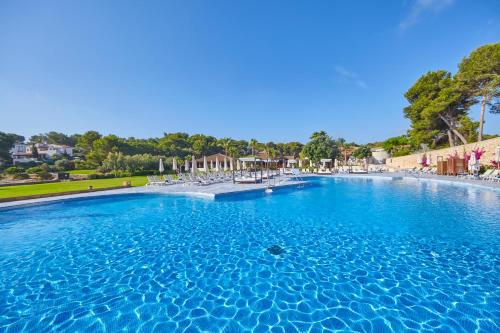 Poolen vid eller i närheten av Blau PortoPetro Beach Resort & Spa