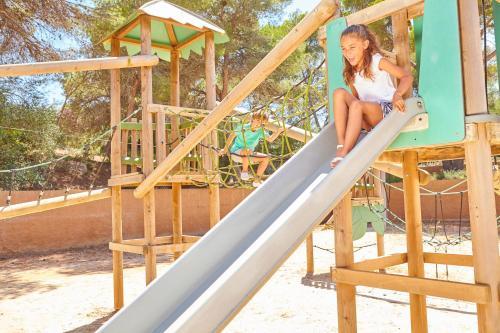 Lekplats på Blau PortoPetro Beach Resort & Spa