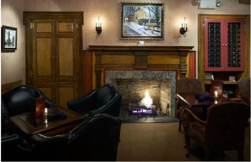 The lobby or reception area at Lambertville House