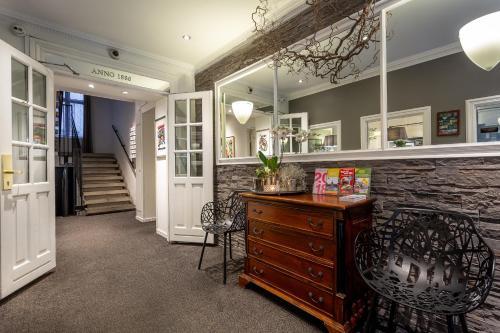 The lobby or reception area at Hotel Tiffany