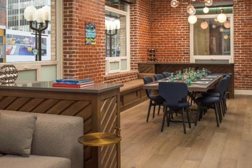 A restaurant or other place to eat at The Mark Spencer Hotel