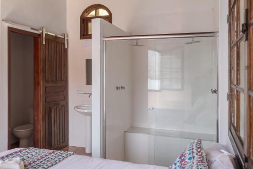 A bathroom at Pousada Toca do Mar