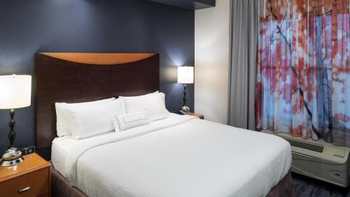 A bed or beds in a room at Fairfield Inn Suites by Marriott Orlando At SeaWorld