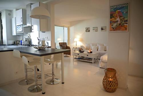 A kitchen or kitchenette at CASSIS CENTER