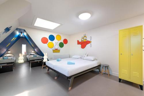 A bed or beds in a room at Stayokay Hostel Utrecht Centrum