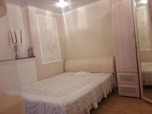 Кровать или кровати в номере Дом в центре у моря Фрунзе 33