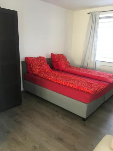 A bed or beds in a room at Wohnung am Phönixsee